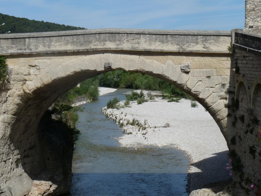 Vaison-Le Pont Romain et le niveau de la crue
