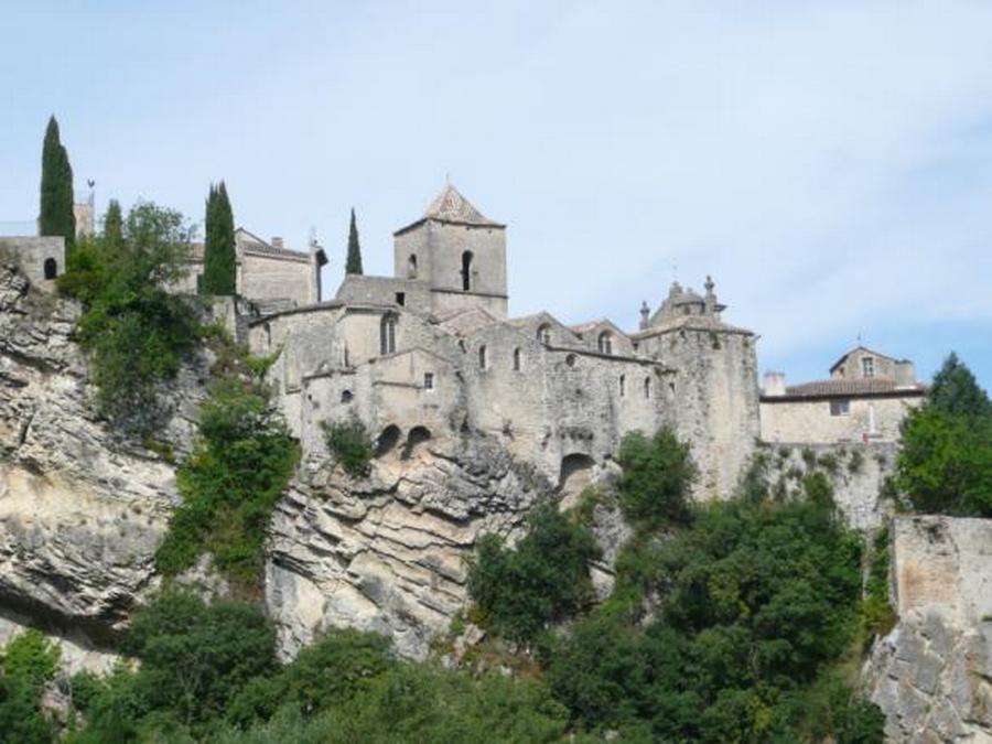 La vielle ville sur son éperon rocheux