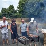 Michel et Roger les rois du barbecue sous l'oeil vigilant du président