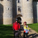 Jean-Marie et Joseph devant le château de Mauriac