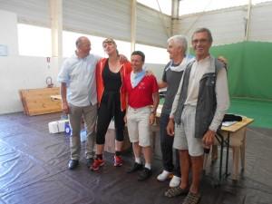 Le président  du Club Cyclo de Bayonne (Aviron Bayonnais), l'adjointe au maire chargée des sports, Joseph et Henri à droite