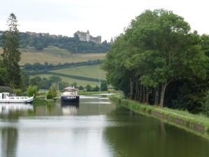 Châteauneuf en Auxois et le canal de Bourgogne