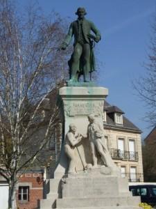 Montdidier : Statue d'Antoine Parmentier adepte de la Pomme de Terre