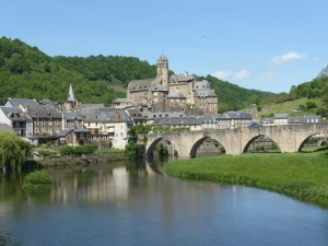 Le bourg d'Estaing,  le château médiéval (XVème-XVIIème et le pont gothique enjambant le Lot