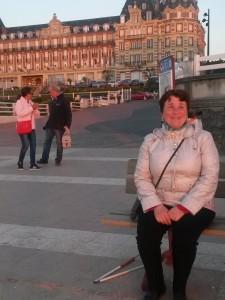 Laurence devant le casino d'Houlgate