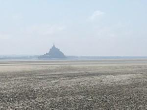 Le Mont St Michel avec banc de sable devant