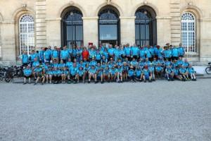 Le groupe RTT sur les marches de l'Hôtel de Ville de Caen