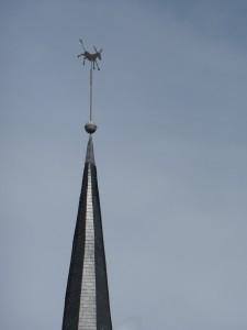 En haut du clocher de l'église de Diekirch se trouve : Un Ane, symbole de la ville.